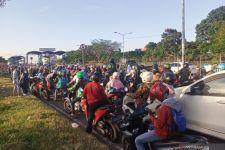 Warga Padati Jembatan Suramadu Arah ke Madura Jelang Lebaran - JPNN.com Jatim