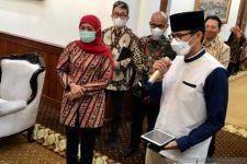 Pantun Khusus dari Sandiaga Uno untuk Bu Khofifah saat Bertemu di Gedung Grahadi Surabaya - JPNN.com Jatim