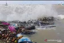 Super Blood Moon, Jalan Raya Pesisir Pamekasan Terkena Banjir Rob - JPNN.com Jatim