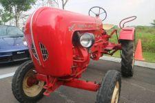 Suasana Retro Puluhan Mobil Klasik Mejeng di Citraland - JPNN.com Jatim