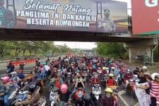 Sejumlah Warga Madura Demo ke Balai Kota Surabaya Tolak Penyekatan di Suramadu - JPNN.com Jatim