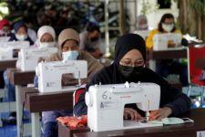 Pemkot Surabaya Libatkan UMKM Produksi Masker Tiga Lapis secara Massal - JPNN.com Jatim