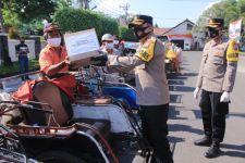 Bakti Sosial Bhayangkara, Polres Madiun Bagikan 1.250 Paket Sembako - JPNN.com Jatim