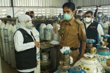 Khofifah Ingin Pasokan Oksigen Terjaga di Jawa Timur - JPNN.com Jatim