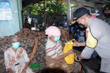 50 Warga Kurang Mampu di Situbondo Dapat Bantuan Sembako - JPNN.com Jatim
