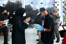 Pemkab Banyuwngi Bagikan Bansos untuk Pelaku Wisata di Kawah Ijen - JPNN.com Jatim