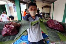 Panitia Kurban, Jangan Pakai Wadah Plastik untuk Bungkus Daging! - JPNN.com Jatim