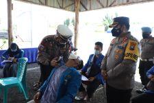 Polisi di Mojokerto Hipnosis Peserta Vaksinasi yang Fobia Jarum Suntik - JPNN.com Jatim