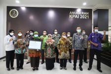 Prestasi: Pemkab Jombang Raih Anugerah KPAI 2021 - JPNN.com Jatim