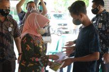 Pemkab Jombang Salurkan Bansos Tunai Lansia dan Anak Yatim Piatu - JPNN.com Jatim