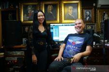 Kolaborasi Ahmad Dhani dan Yura Yunita, Dua Lagu Lawas Dewa 19 Ini Digarap Ulang - JPNN.com Jatim