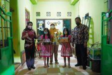 Ning Ita Kirim Kue Ulang Tahun kepada Anak-anak di Mojokerto yang Lahir 23 Juli - JPNN.com Jatim