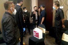 Sampai di Hotel, Satpol PP Minta Resepsi Pernikahan Dipercepat - JPNN.com Jatim