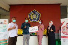 UM Surabaya Bagikan Oximeter dan Selang Oksigen untuk Warga yang Menjalani Isoman - JPNN.com Jatim