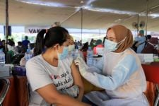 Warga Surabaya Ikuti Tahap Kedua Vaksinasi Covid-19 di Lapangan Thor - JPNN.com Jatim