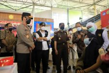 Nakes dari Pemkot Surabaya, Vaksin Asal Pemprov, Khofifah: Guyub Rukun - JPNN.com Jatim