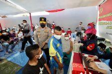 Warga Papua di Surabaya Mulai Vaksinasi, Kapolda: Kami Siapkan Berapapun Dosis yang Diminta - JPNN.com Jatim