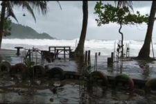 Satu Orang Hilang, Kapal Nelayan di Trenggalek Tenggelam Diterjang Ombak - JPNN.com Jatim