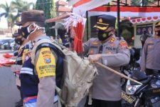 Polres Madiun Rayakan HUT RI Ke-76 dengan Borong Ribuan Bendera dari Pedagang - JPNN.com Jatim