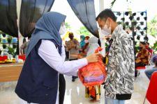 Bantuan Sembako Disalurkan ke Puluhan Pemandu Wisata Banyuwangi, Ipuk Minta Maaf, Sebabnya.. - JPNN.com Jatim