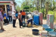 87 Warga Desa di Probolinggo Alami Kekeringan, BPBD Kerahkan Truk 5.000 Liter Air - JPNN.com Jatim