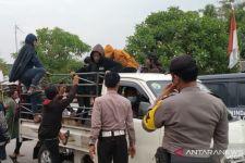 Tersiar Kabar Bohong Persebaya Main di Bekasi, Belasan Bonek ini Tertipu - JPNN.com Jatim