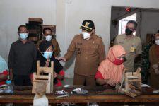 1.930 Buruh Pabrik Rokok di Sidoarjo Terima BLT dari Bagi Hasil Cukai - JPNN.com Jatim