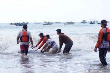 Saat Cari Nelayan Hilang di Pantai Sine Tulungagung, Tim SAR Ketemu Mahluk ini.. - JPNN.com Jatim