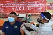 Tak Ingin Ada Kasus Positif Lagi, Vaksinasi 776 Napi di Lapas Narkotika Pamekasan Dirampungkan - JPNN.com Jatim