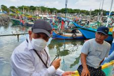 Permudah Perizinan Nelayan, Pemprov Jatim Jemput Bola ke Sejumlah Pelabuhan - JPNN.com Jatim