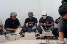 12 Panel Surya Rakitan Mahasiswa IT Telkom Terangi Lereng Gunung di Blitar - JPNN.com Jatim