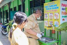Dinkes Kediri Lakukan Uji Coba Kualitas Air Bersih di Sekolah - JPNN.com Jatim