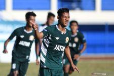 Menang Sengit Atas Kaltim, Bola Jatim Putra Sabet Medali Perunggu PON Papua - JPNN.com Jatim