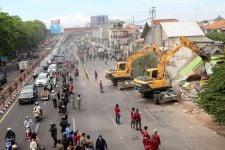 Pemkot Surabaya Lakukan Pelebaran Jalan, 15 Persil Bangunan di Jalan Wonokromo Dibongkar - JPNN.com Jatim
