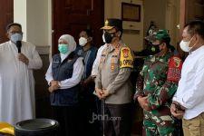 Sejumlah Rantis dan Tank Diturunkan di Katedral Hati Kudus Yesus Surabaya - JPNN.com Jatim