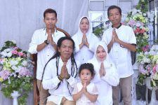 Cak Sodiq Menangis Kala Reuni dengan Sesama Rekan Umrah - JPNN.com Jatim