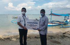 Nelayan Terdampak Tsunami dapat Perahu Jukung dari Jasindo dan BWA - JPNN.com