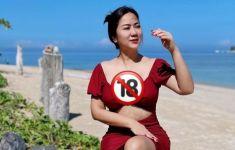 Berbikini di Pantai, Tante Ernie: Aku Ingin Tinggal di Sini Selamanya - JPNN.com