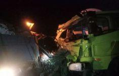 Kecelakaan Maut Truk Hino vs Fuso, Satu Sopir Tewas Terjepit, Lihat - JPNN.com