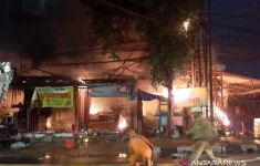 Swalayan Cahaya Pasar Minggu Terbakar, Begini Kesaksian Warga - JPNN.com