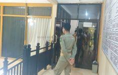 KPK Geledah Ruang Kerja Bupati Hulu Sungai Utara Abdul Wahid - JPNN.com