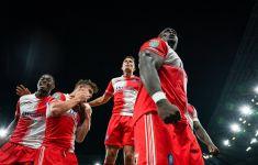 Pep Guardiola Girang Pemain Mudanya Bertemu Striker Gaek Adebayo Akinfenwa - JPNN.com