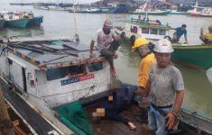 Ibu Haji Bikin Warga dan Pemotor Mendadak Berhenti di Jembata Manggar, Astaga! - JPNN.com