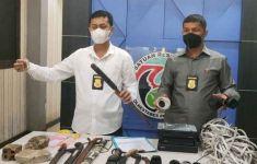 Gerebek Bandar Narkoba, Polisi Dikepung dan Diserang Warga Pakai Batu - JPNN.com