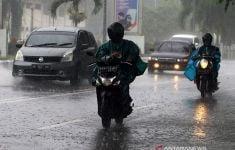 Peringatan Dini BMKG, Waspada Hujan Disertai Petir di Sejumlah Wilayah Indonesia - JPNN.com