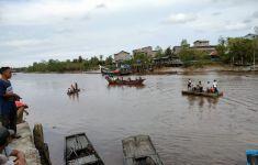 Kapal Pompong Menabrak Kayu, Sudirman Tenggelam, Ditemukan Sudah Begini Kondisinya - JPNN.com