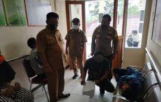 Keracunan Massal di Sukabumi, Petugas Uji Lab Sampel Air - JPNN.com