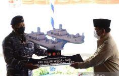 Menhan Prabowo Menyerahkan 2 Kapal Perang ke TNI AL - JPNN.com