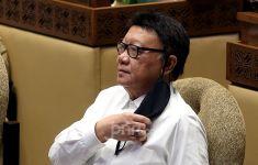 Menteri Tjahjo: Pegawai Negeri Harus Sering ke Lapangan, Jangan hanya Duduk di Kantor - JPNN.com