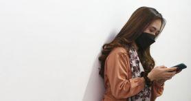3 Tips Menjaga Mata Agar Tidak Lelah dan Perih Saat Menatap Layar Ponsel - JPNN.com